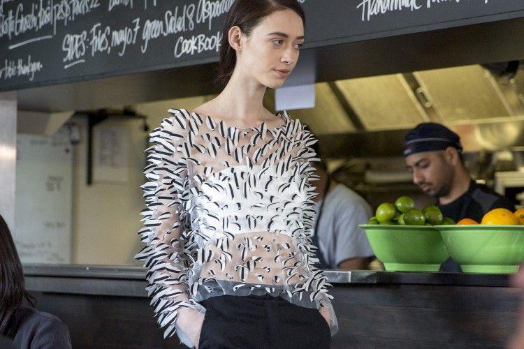 3 Ide DIY Agar Sweatshirt Polosmu Terlihat Lebih Outstanding