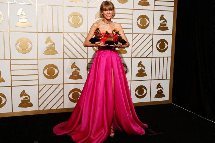 Taylor Swift Menang Album Terbaik di Grammy 2016 dan Ia Punya Pesan yang Sangat Kuat untukmu!