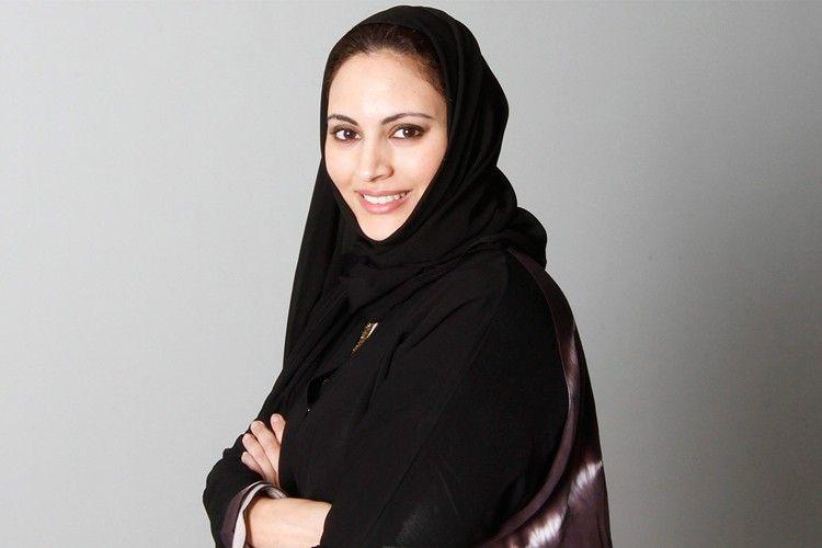Dari Jurnalis, Aktivis Internasional, Hingga Desainer: Seluruh Dunia Harus Tahu Hebatnya Muna AbuSulayman!