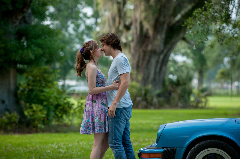 Ternyata Ini Alasan Kamu Menutup Mata Saat Berciuman dengan si Dia