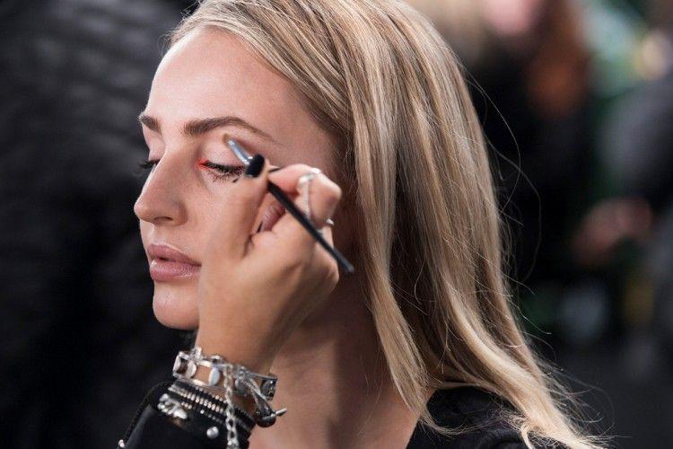 Bingkai Mata Indahmu dengan Tren Bubble Eyeliner