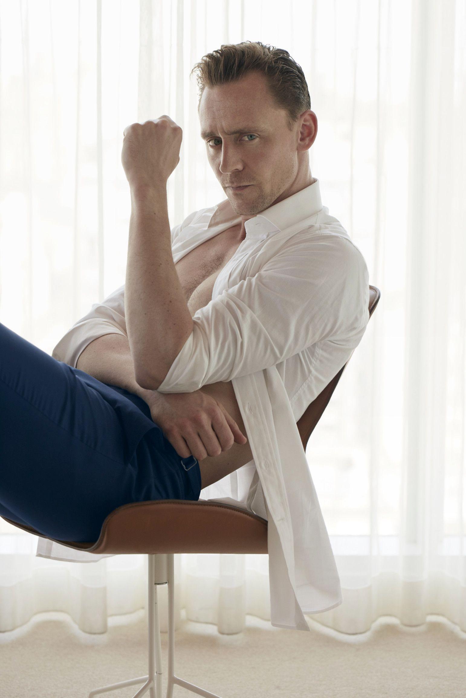 Tom Hiddleston Tunjukkan Tubuh Idealnya dalam Pemotretan untuk W Magazine