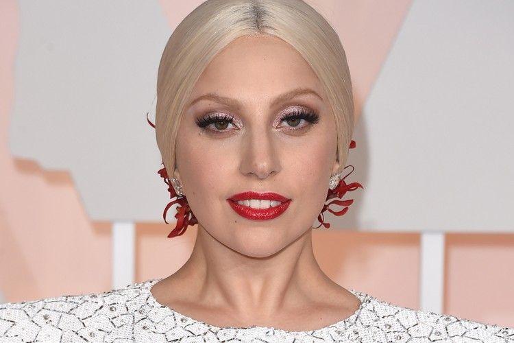 Tiongkok Hentikan Penjualan Lagu Lady Gaga Setelah Pertemuan Lady Gaga dengan Dalai Lama