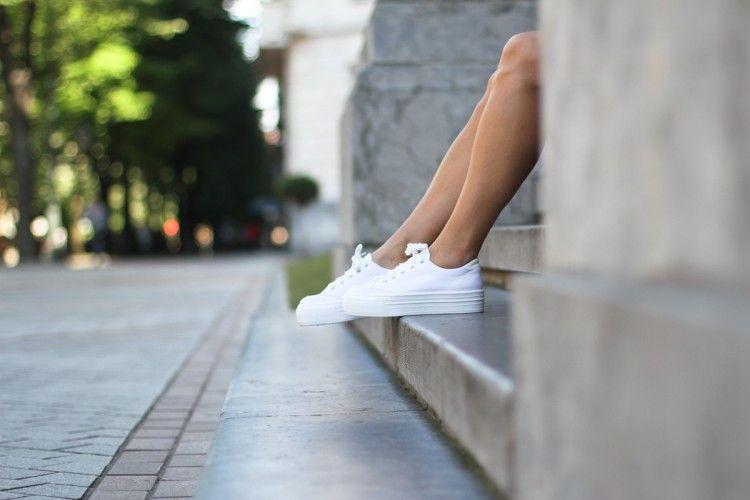 Biar Nggak Cepat Kotor, Ini Tips Merawat White Sneakers-mu