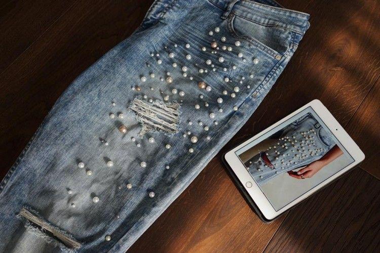 DIY: Trik Mudah Mempercantik Jeans Lama Dengan Manik-Manik Lucu