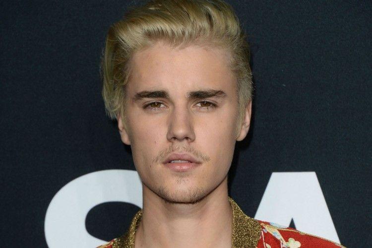 Nggak Terima Pacar Barunya Diserang, Justin Bieber Malah Ancam Fans
