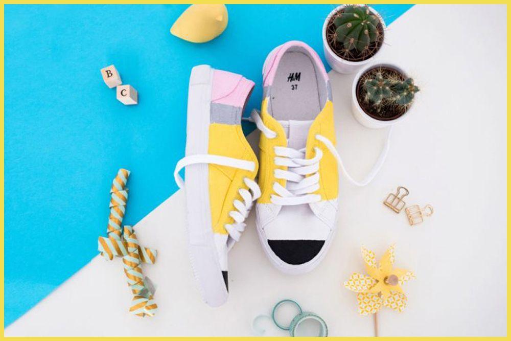 Buat Sneakers Kamu Jadi Tampak Baru dengan DIY Ini Yuk!
