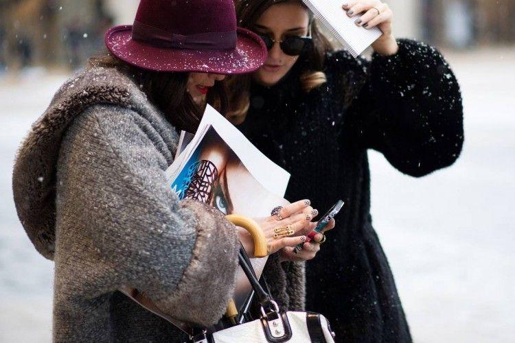 Ketagihan Pakai Smartphone Bisa Bikin Stres, Atasi dengan Cara Ini