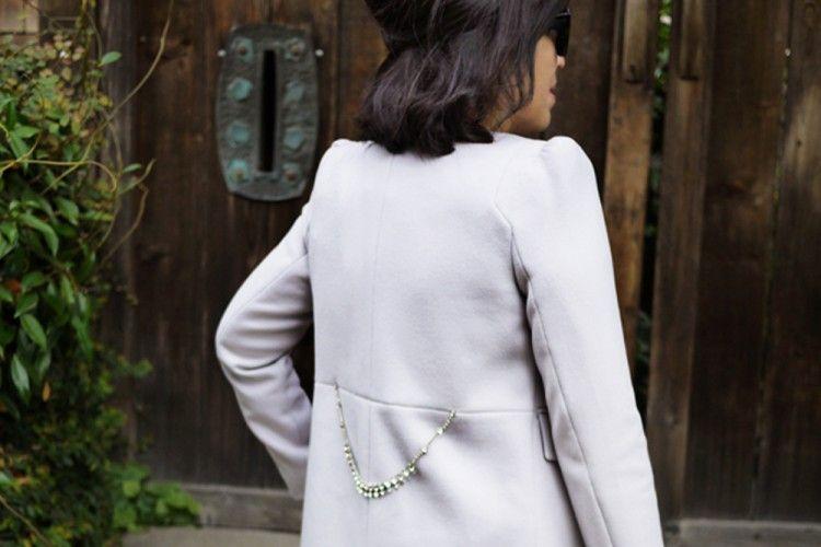 Sulap Coat Kamu dengan DIY Crystal Belted Favorit Popbela