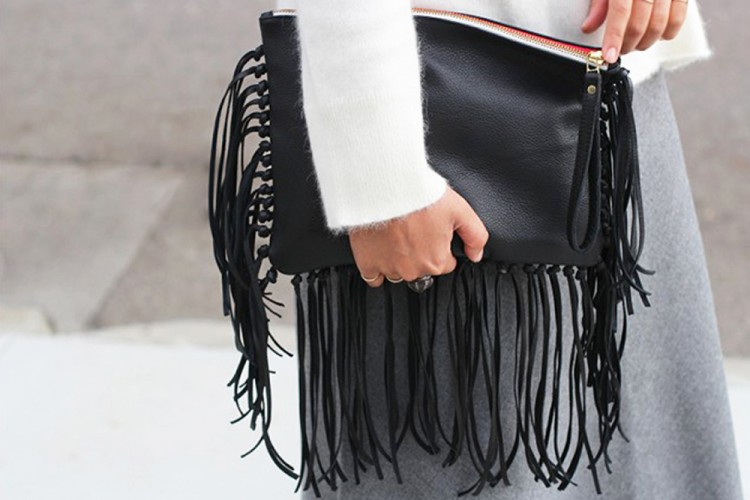 Yuk Buat DIY Leather Fringe Clutch Favorit Popbela
