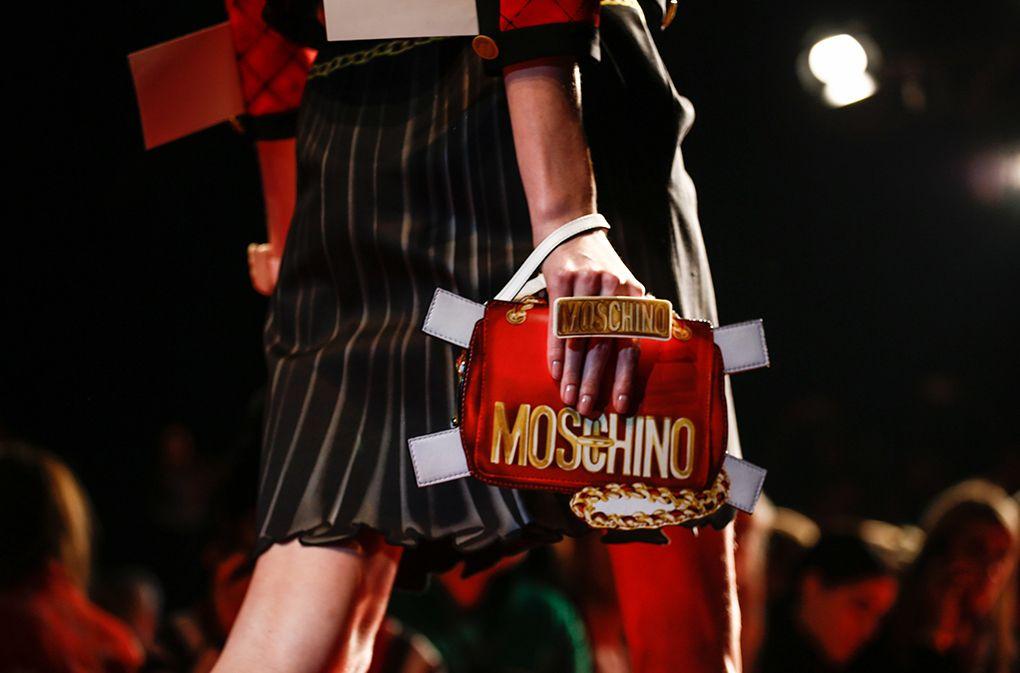Boneka Kertas jadi Inspirasi Di Koleksi Terbaru Moschino