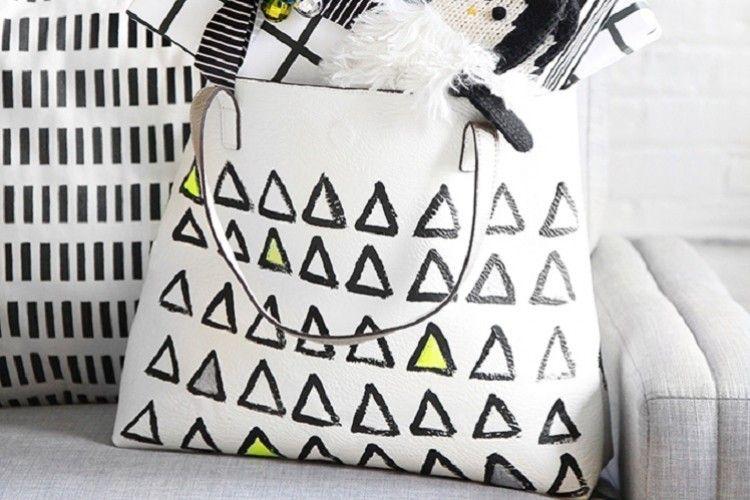 Sulap Tas Polos Menjadi Lebih Menarik Dengan DIY Painted Tote Bag