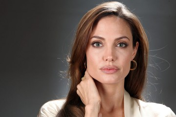 Cinta Berubah Jadi Benci, Angelina Jolie Langsung Blokir Nomor Brad Pitt