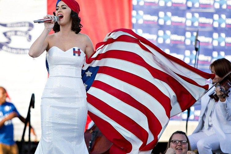 OMG! Katy Perry Sengaja Telanjang Demi Ajak Fans Untuk Voting Pilpres USA