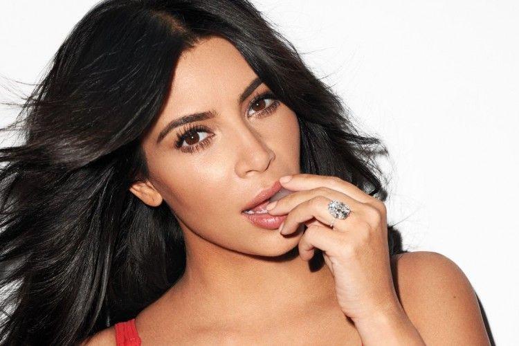 Tampil Tanpa Makeup, Kim Kardashian Langsung Jadi Pusat Perhatian