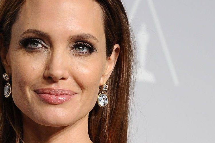 Angelina Jolie Siapkan 2 Pengacara Tambahan untuk Melawan Brad Pitt di Pengadilan