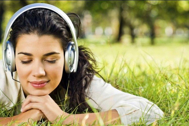 Awas Baper! Jangan Dengarkan 7 Lagu Ini Buat Kamu yang Lagi LDR