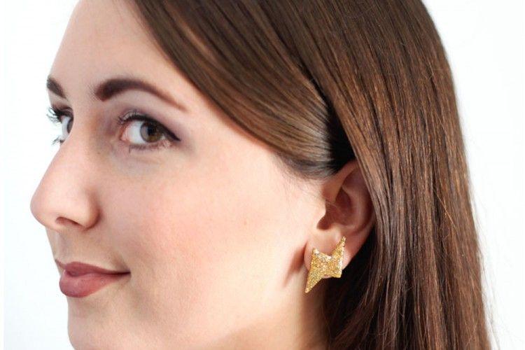 DIY Anting Thunderbolt Glitter Gold yang Super Simpel dan Cute favorit Popbela