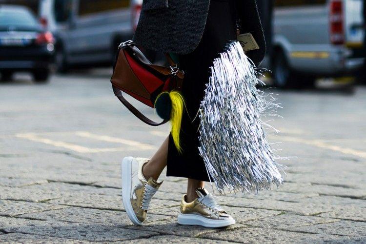 Ternyata Bau Tidak Sedap di Sepatu Bisa Dihilangkan dengan Kantung Teh Bekas!