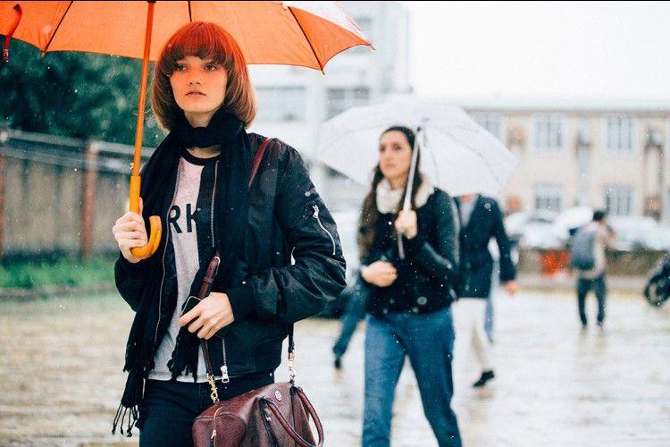Trend Jaket Musim Hujan yang Bisa Buat Look Kamu Super Fashionable!