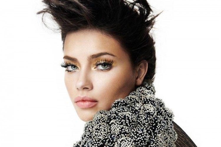 Ini 5 Tips Cantik a la Adriana Lima