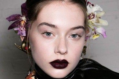Dijamin Lebih Pede Pakai Lipstik Gelap dengan 5 Tips Ini