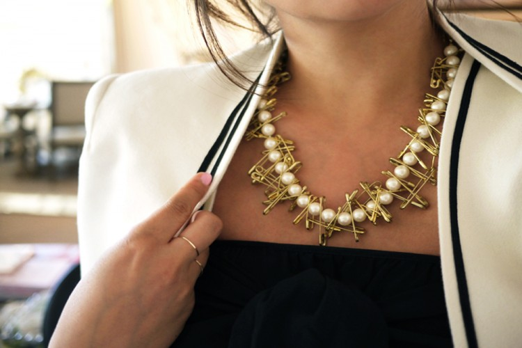 DIY Membuat Kalung Mutiara Peniti Emas Hanya dengan Waktu 10 Menit