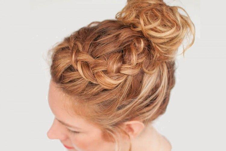 Tutorial Curly Braided Top Knot Hanya 5 Menit, Yuk Simak!