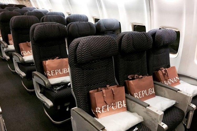 Keren! Banana Republic dan United Airlines Lakukan Aksi Amal di Dalam Pesawat