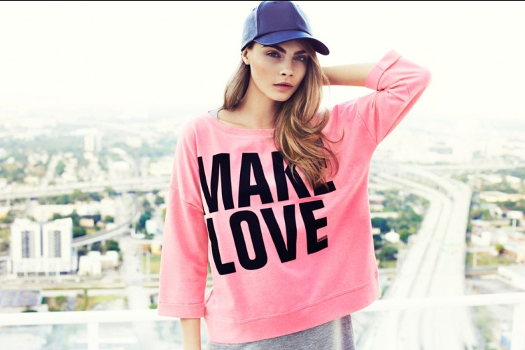 Inspirasi Mengenakan Warna Pink ala Seleb Hollywood