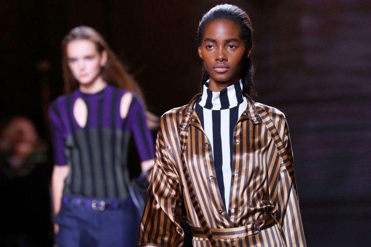 Cara Terbaru Memakai Motif Garis Agar Terlihat High Fashion