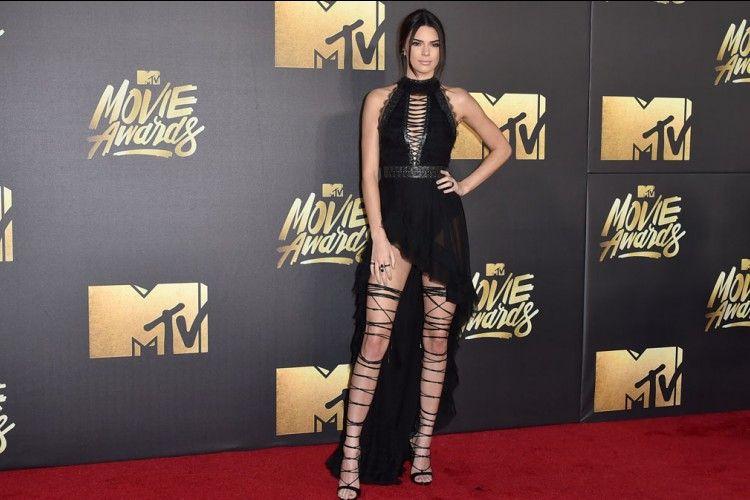 Bikin Iri! Ini Koleksi Sepatu Keren Kendall Jenner