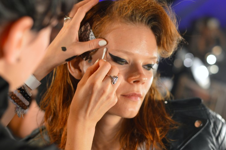 MAC Kosmetik Luncurkan Koleksi Eyeliner Terbaru Terinspirasi dari Pemotong Pizza