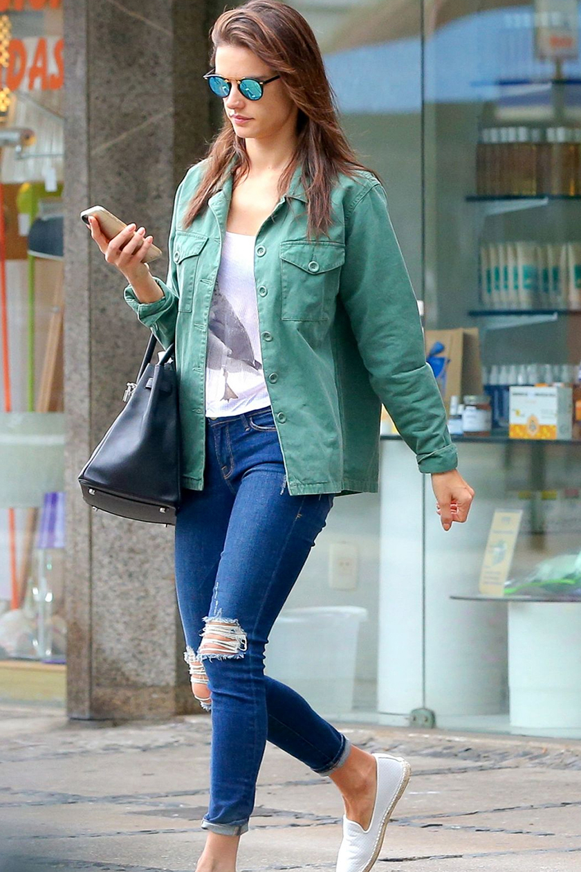 Update Gaya Kamu dengan Ripped Jeans Yuk!