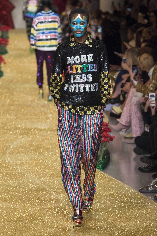Nyinyir! Ini Busana yang Berbau Isu Politik Di Fashion Week Tahun Ini