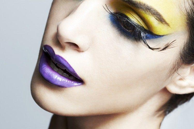 Awas! Hindari 3 Kesalahan Membersihkan Makeup Mata Ini