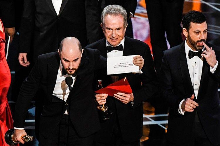 6 Kejadian Unik di Piala Oscar Mulai Sineas Muslim Dilarang Berangkat Hingga Salah Sebut Pemenang!