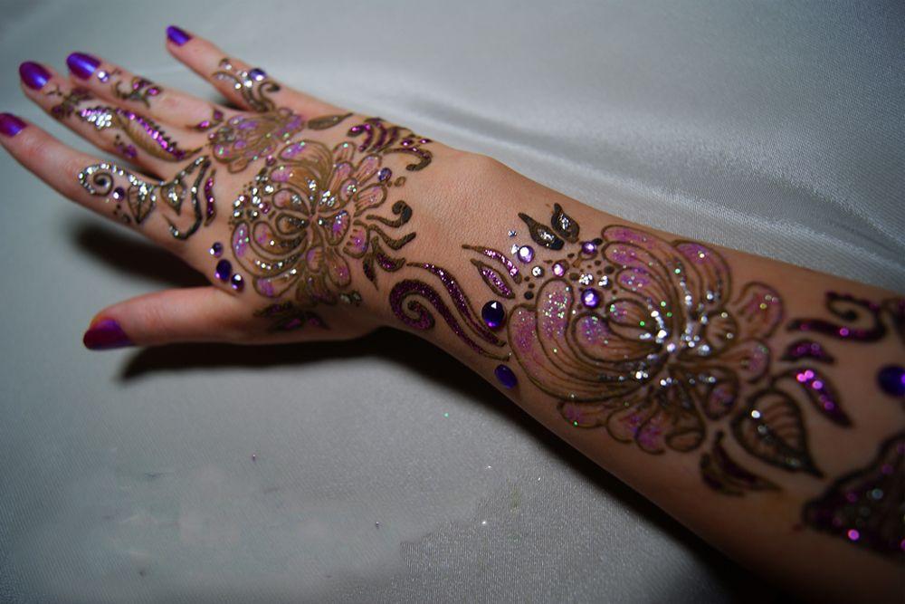5 Desain Henna Tangan Simple Yang Buat Mu Bersinar
