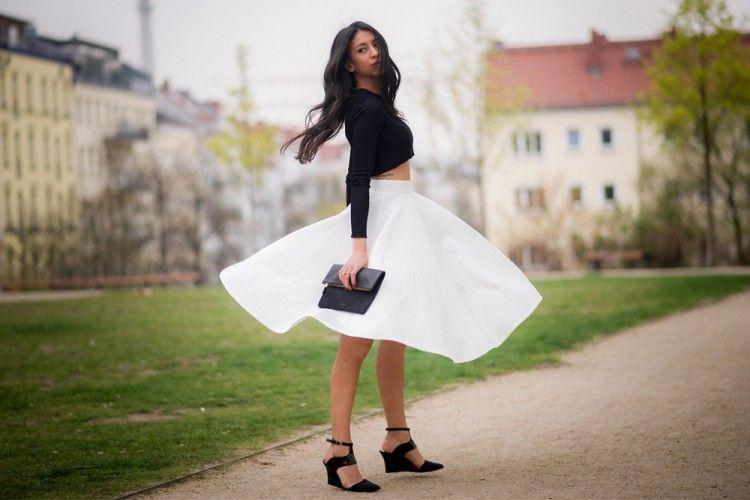 Tampil Modis dan Cantik dengan Midi Skirt!