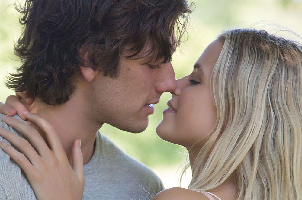 Jangan Pernah Takut Jatuh Cinta karena Jodohmu Sudah di Depan Mata