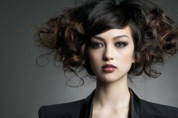 Gaya Rambut Membuatmu Terlihat Tua? Perhatikan 5 Tips Ini!