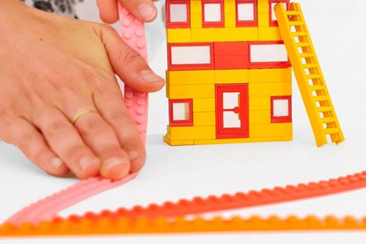 Keren! Lego Ini Bisa Menjadi Selotip yang Super Multifungsi