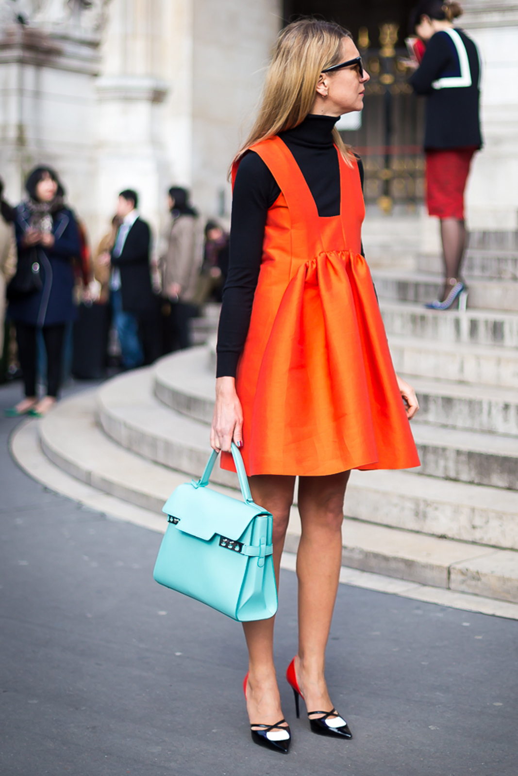 Buat Penampilanmu Lebih Segar dengan Warna Oranye!