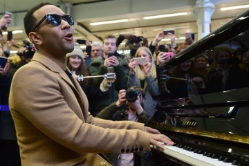 Seru! John Legend Konser Mendadak di Stasiun Kereta London