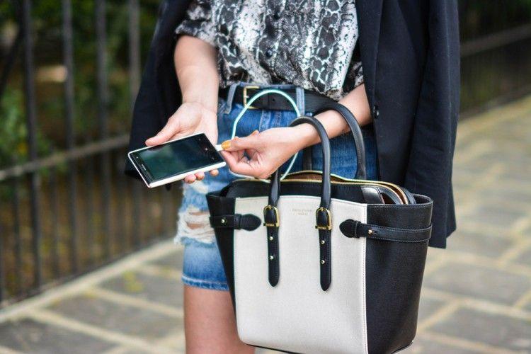 Awas! Bahaya Mengintaimu Kalau Sering Isi Daya Baterai Smartphone di Colokan USB Umum