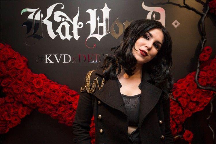 """Lipstik 'The Bettlejuice"""" dari Kat Von D akan Segera Hadir Untuk Kamu"""