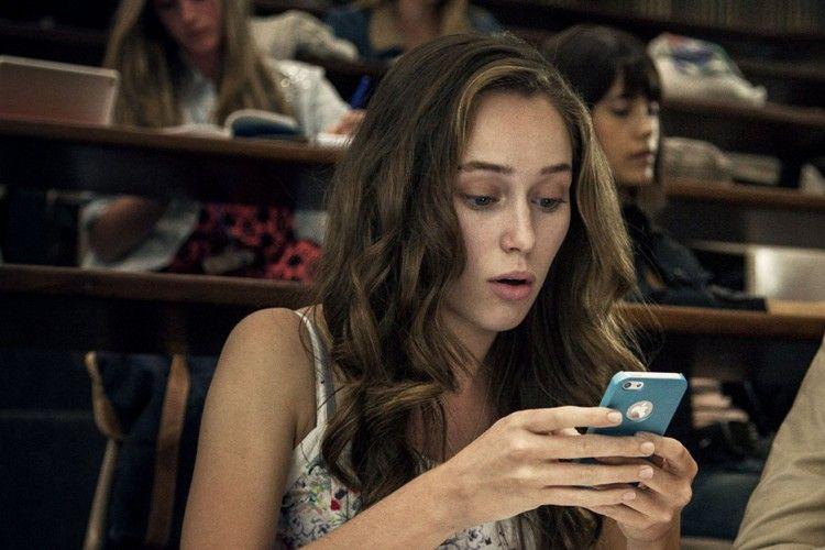 Kepo, Ini Alasan Mantannya Pacar Mengecek Akun Media Sosialmu