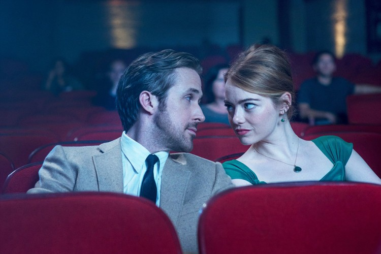 5 Alasan Mengapa Kencan Pertama di Bioskop Ide yang Buruk