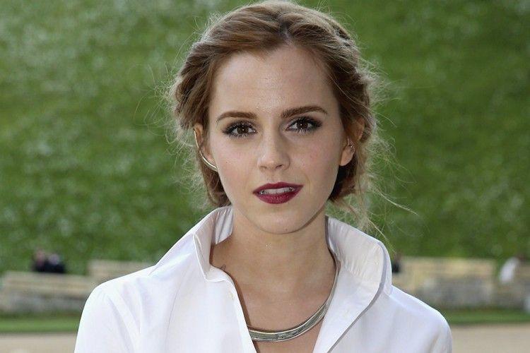 Tampil Kasual dan Menawan ala Emma Watson Yuk!