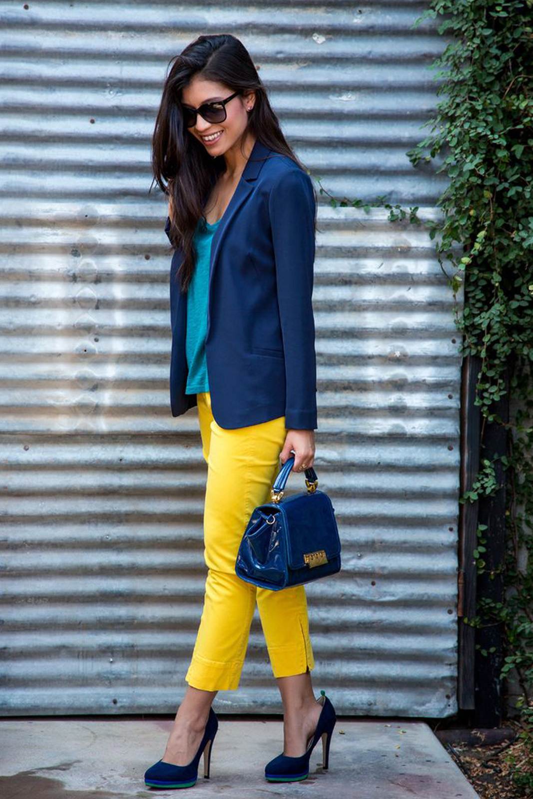 Tips Mix n Match Celana dengan Warna Cerah yang Wajib Kamu Coba